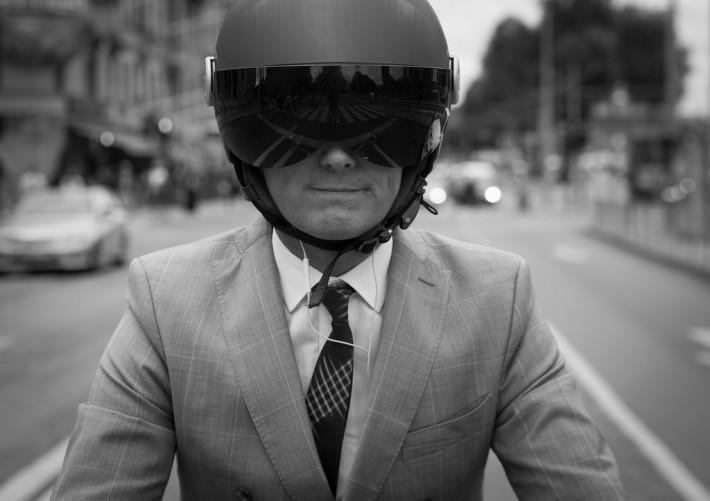 クロスバイク 服装 スーツ